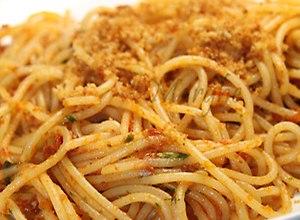 Spaghetti z suszonymi pomidorami i .. bu�k� tart� - ugotuj