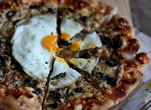 Pizza z wędzoną makrelą - przepis blogera - ugotuj