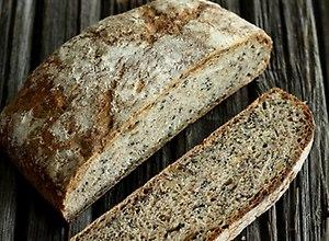 Chleb 3 ziarna na żytnim zakwasie - przepis blogera - ugotuj