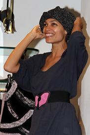 Atress Rosario Dawson shops at the  Rocco Barocco clothing boutique in Milan, Italy.  Pictured: Rosario Dawson  Ref: SPL212467  210910   Picture by: Splash News