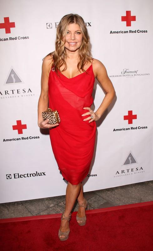 Fergie i Paris Hilton na imprezie Czerwonego Krzyża