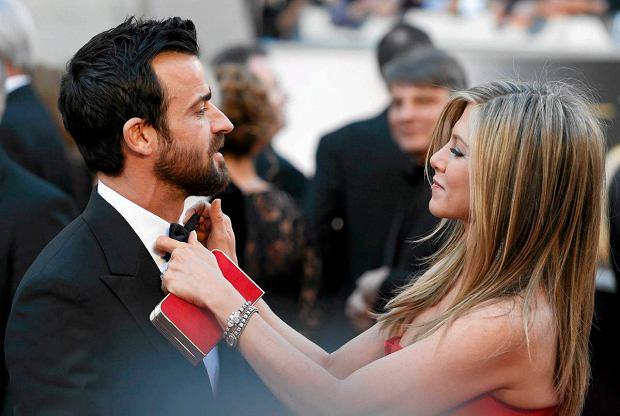 Jennifer Aniston and Justin Theroux arrive at the 85th Academy Awards in Hollywood, California February 24, 2013.  REUTERS/Adrees Latif  (UNITED STATES TAGS:ENTERTAINMENT) (OSCARS-ARRIVALS) SLOWA KLUCZOWE: :rel:d:bm:LR1E92P02W36U