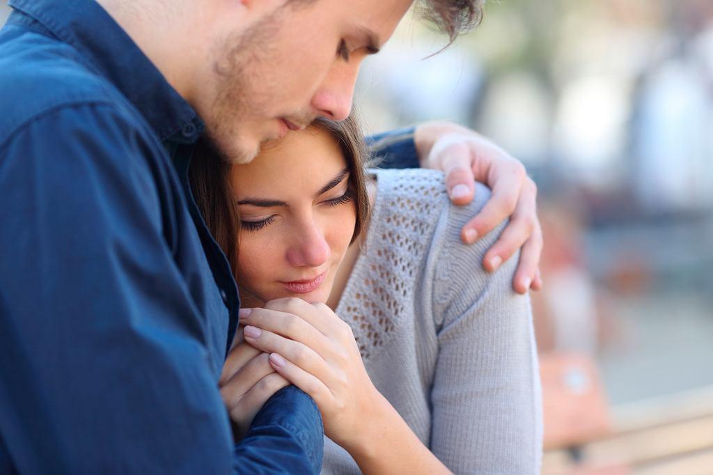 Wsparcie bliskich jest bardzo ważne dla osób, które straciły dziecko (zdjęcie ilustracyjne - fot. iStockphoto.pl)