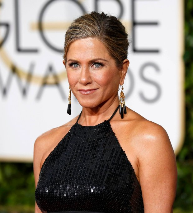 Actress Jennifer Aniston arrives at the 72nd Golden Globe Awards in Beverly Hills, California January 11, 2015.  REUTERS/Mario Anzuoni  (UNITED STATES - Tags: ENTERTAINMENT)(GOLDENGLOBES-ARRIVALS)