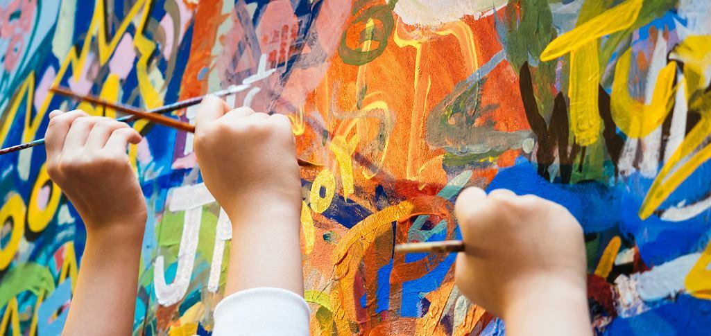 Osoby z zespołem Aspergera zainteresowane jedną dziedziną mogą się w niej wyspecjalizować. Dlatego jest wśród nich wielu naukowców, wykładowców czy artystów (fot. TeerawatWinyarat / iStockphoto.com)