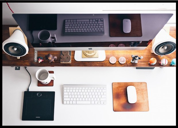 Tak ładnie biurka wyglądają tylko na zdjęciach w internecie (Fot. Jeff Sheldon/unsplash.com, CC0)