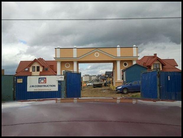Brama autorstwa J. W. Construction (zdjęcie pochodzi z http://mieszkaniowy.blox.pl/)