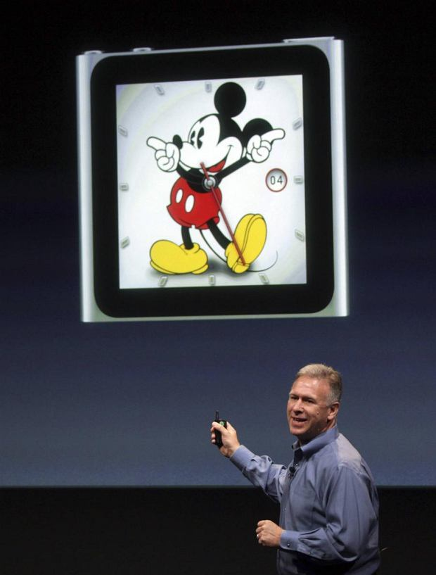 Philip Schiller, Apple's senior vice president of Worldwide Product Marketing, speaks about the iPod Nano at Apple headquarters in Cupertino, California October 4, 2011.    REUTERS/Robert Galbraith (UNITED STATES - Tags: SCIENCE TECHNOLOGY BUSINESS)
