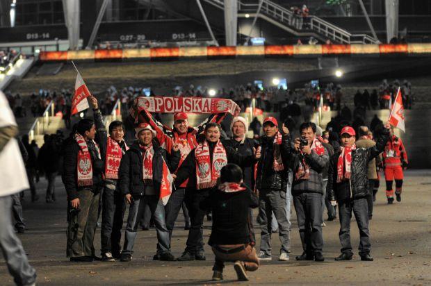 29.02.2012 WARSZAWA , STADION NARODOWY , KIBICE POD STADIONEM W DRODZE  NA MECZ POLSKA - PORTUGALIA .  FOT. ADAM STEPIEN / AGENCJA GAZETA