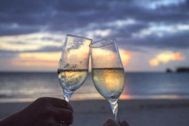 Kto nie ryzykuje ten nie pije szampana? /pexels.com