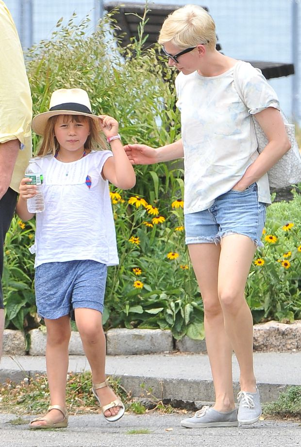 NEW YORK  071212  ************WORLDWIDE RIGHTS **********  PICTURES BY: JUSTIN/EAGLEPRESS  FEE MUST BE AGREED PRIOR PUBLICATION  NO WEB USE WITHOUT PRIOR AGREEMENT  PLEASE CREDIT ALL USES  ----------------------------------  FINALLY HAPPY FAMILY FOR MICHELLE WILLIAMS WITH DAUGHTER MATILDA AND BOYFRIEND JASON SEGEL IN NEW YORK  ----------------------------------  CONTACT:  +1 917 7100494  .  WWW.EAGLEPRESS.US   *** Local Caption ***     ######## Zgoda na uzycie w internecie pod warunkiem posiadania umowy z nasza Agencja. ##########