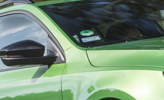 Modernistyczne PĘKNIĘTA PRZEDNIA SZYBA W SAMOCHODZIE - Wszystko o samochodach i ZF48