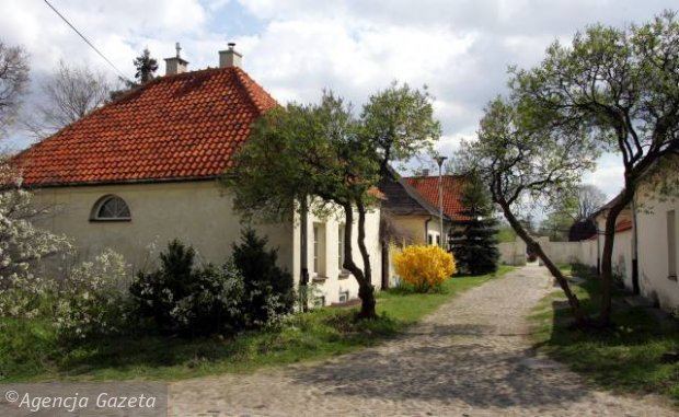Dawny erem, czyli kamedulski klasztor. W tych domkach żyli zakonnicy.