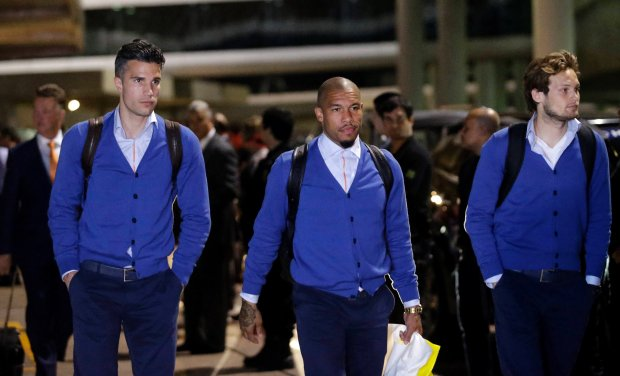 Robin van Persie (L), Nigel de Jong (C) and Daley Blind of the Netherlands national soccer team arrive at Rio de Janeiro's international airport ahead of the 2014 World Cup June 6, 2014. REUTERS/Ricardo Moraes (BRAZIL - Tags: SPORT SOCCER WORLD CUP)