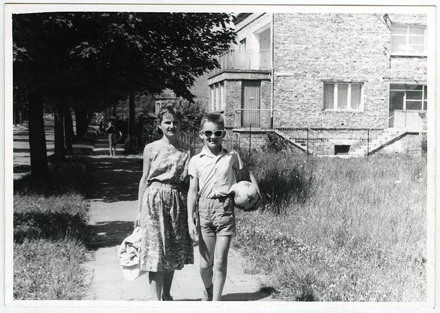 Jerzy Pilch z matką (fot. archiwum prywatne)