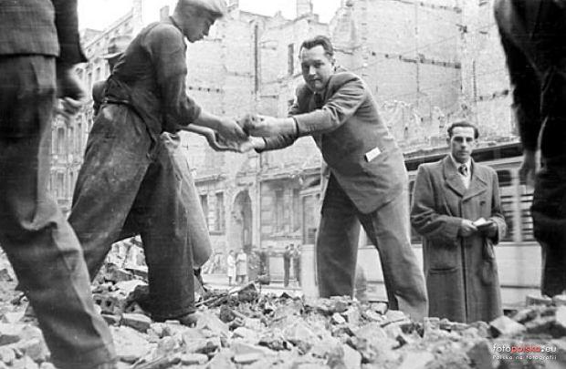 https://bi.gazeta.pl/im/1b/81/15/z22550811Q,Wroclaw-tuz-po-wojnie--Miasto-na-zdjeciach-z-lat-4.jpg