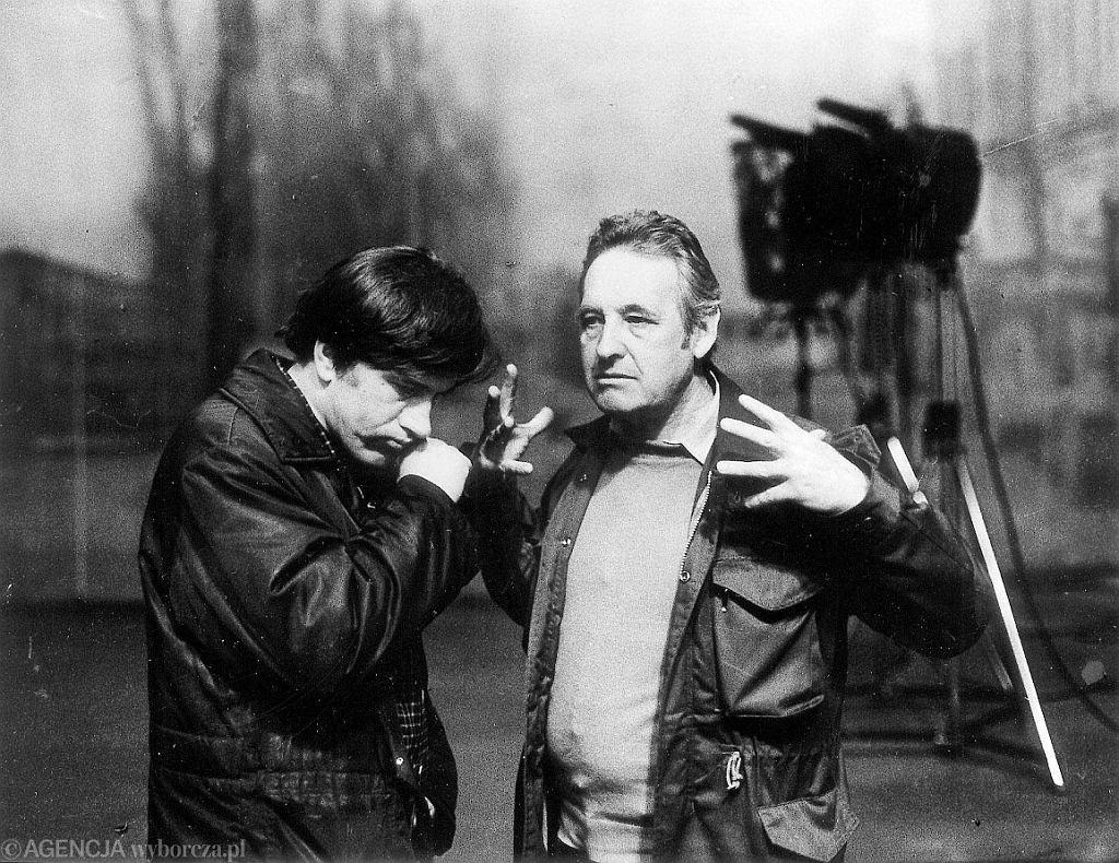 Jerzy Radziwiłowicz (z lewej) i Andrzej Wajda na planie 'Człowieka z żelaza', 1981 r. (fot. Wojciech Druszcz/AG)