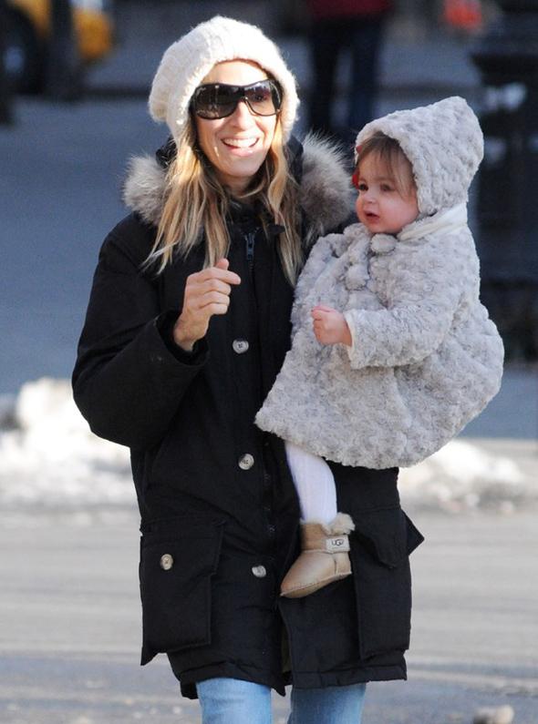 Sarah Jessica Parker z bliźniaczkami, beżowe eskimoski UGG, buty na zimę, aktorka