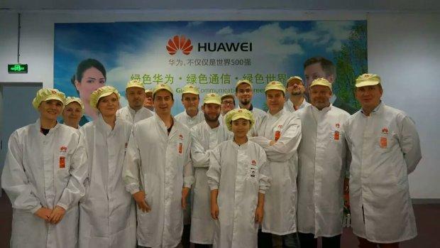 W fabryce Huawei obowiązuje strój ochronny