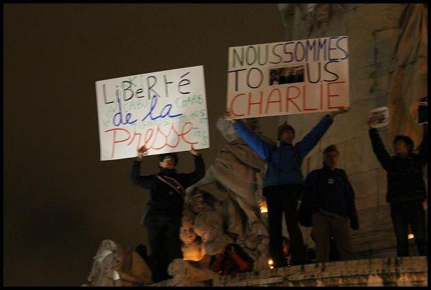 Każdy z nas to Charlie! Paryżanie jednoczą siły przeciwko zamachom na wolność słowa. fot. Katarzyna Piasecka cafebabel.com