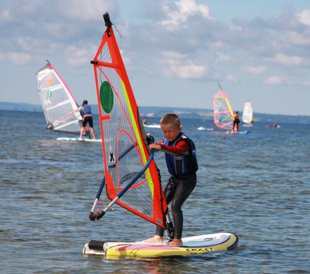 Windsurfing jest dostępny dla dzieci
