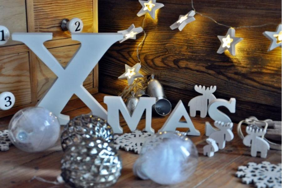 Niezbędnik świąteczny - lampki i choinka