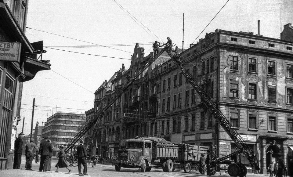 https://bi.gazeta.pl/im/2a/2c/11/z18008362V,Naprawa-trakcji-tramwajowej-na-ulicy-Swidnickiej--.jpg