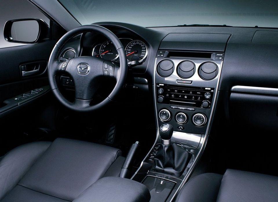 Młodzieńczy Mazda 6 (2002-2007) - opinie Moto.pl VY58