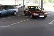 Opinie internautów na temat miejsc parkingowych dla kobiet są podzielone.
