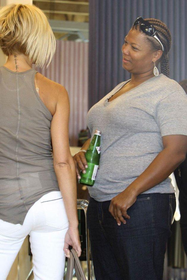 Victoria Beckham i Queen Latifah (fot. za: www.thesuperficial.com)