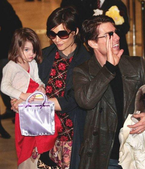 Suri Cruise, Katie Holmes, Tom Cruise fot. AP/Itsuo Inouye