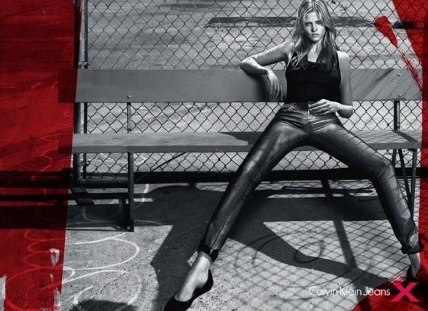 Lara Stone w kampanii Calvin Klein Jeans