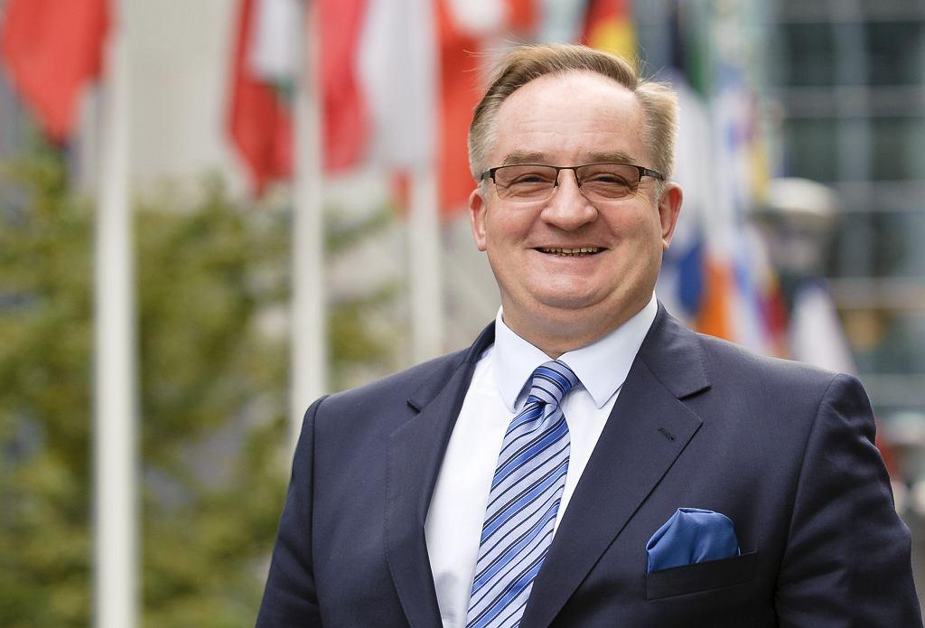 Europoseł Jacek Saryusz Wolski (fot. Wiktor Dąbkowski/AG)