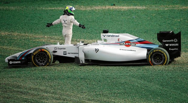 Williams Formula One driver Felipe Massa of Brazil gestures after he collided at the start of the Australian F1 Grand Prix at the Albert Park circuit in Melbourne March 16, 2014. REUTERS/Jason Reed (AUSTRALIA  - Tags: SPORT MOTORSPORT F1)   SLOWA KLUCZOWE: :rel:d:bm:SR1EA3G0J7I12