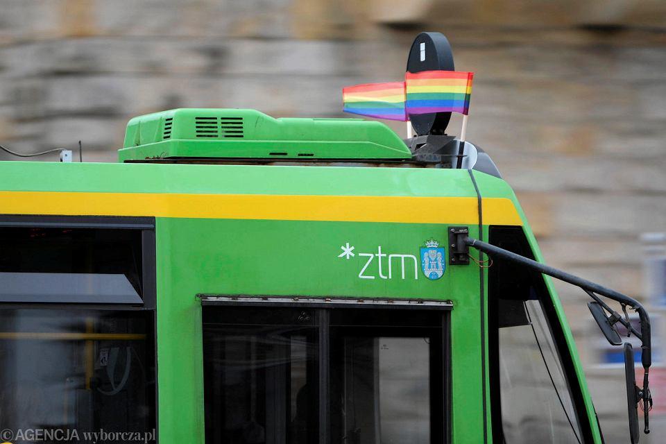 Znalezione obrazy dla zapytania choragiewki lgbt na tramwajach poznań