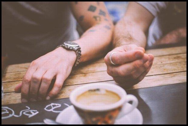 Nie masz pomysłu na drobną uprzejmość? Poczęstuj kogoś kawą (www.pexels.com)