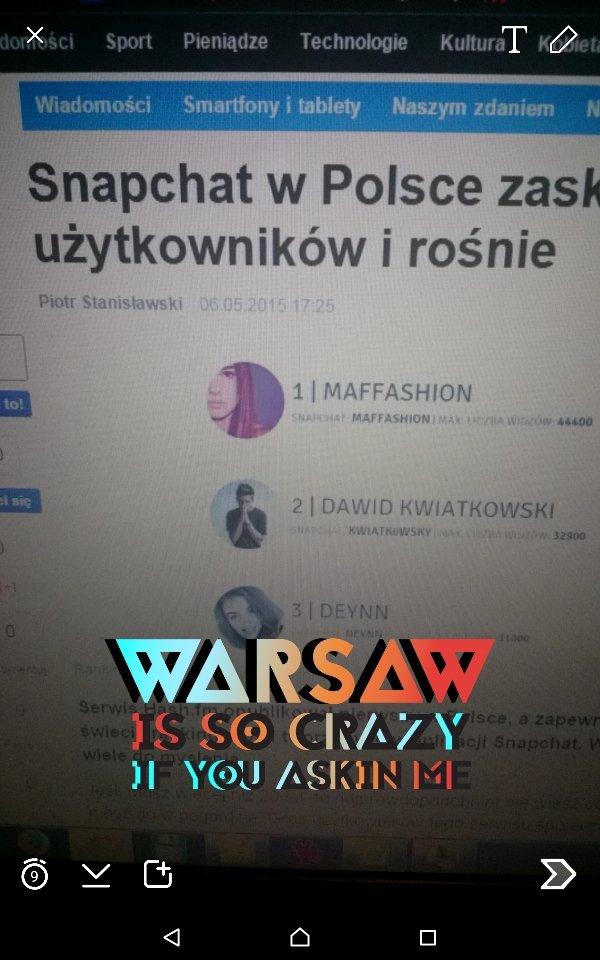 Ekran Snapchata z widocznym niniejszym artykułem i oznaczeniem przyznanym Warszawie