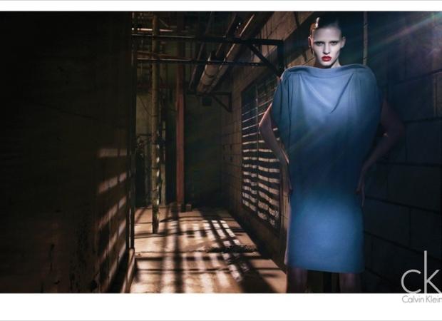 Lara Stone w kampanii ck Calvin Klein