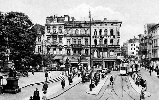https://bi.gazeta.pl/im/41/fc/d1/z13761601Q,Krolewiecki-plac-Wilhelma--1938-r-.jpg