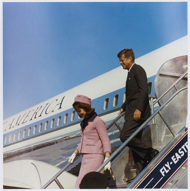 Jackie i Jack Kennedy (fot. Marion Doss / http://bit.ly/1KeJiGb / CC BY / http://bit.ly/1dsePQq)
