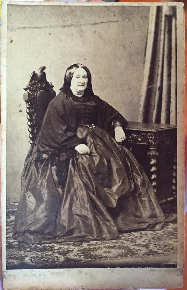 Zdjęcie hrabiny Eweliny Skorupki zostało wykonane w zakładzie fotograficznym Karola Beyera.