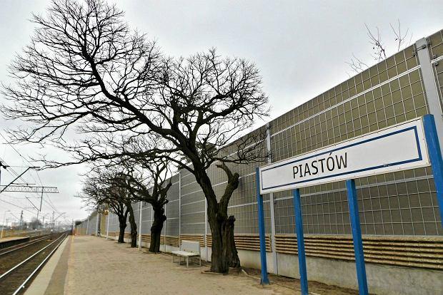 Tak jeszcze w piątek wyglądał peron na stacji kolejowej w Piastowie. Teraz stoją tam tylko ekrany akustyczne