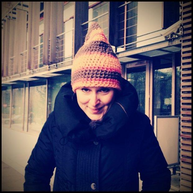 W zeszłym roku od września robiłam na szydełku czapki dla wszystkich milusińskich. Ostała mi się jedna, jako dowód.