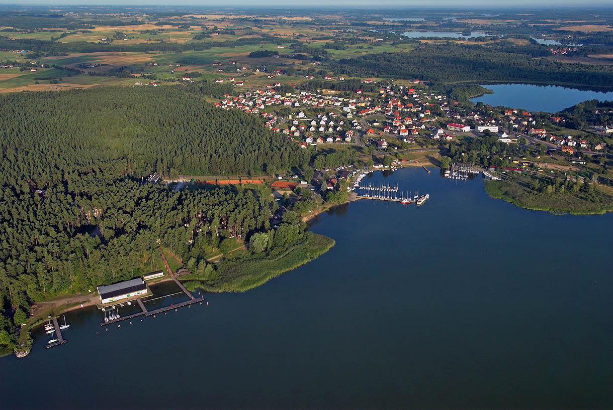 LOTNICZE. Warm-Maz. Panorama na Gizycko, jezioro Niegocin.