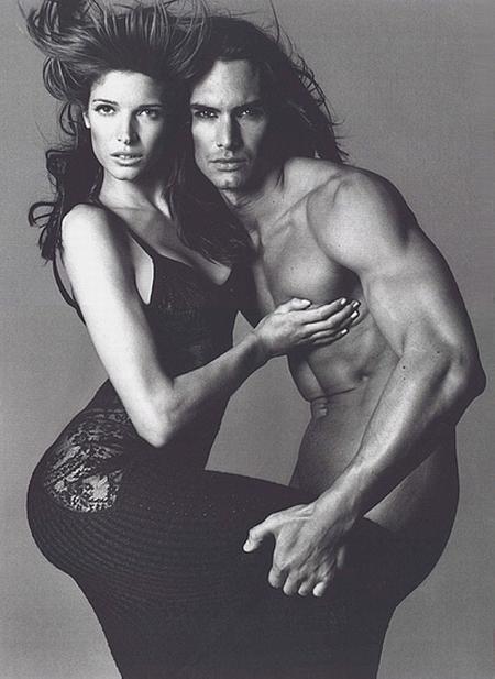 Marcus Schenkenberg i Stephanie Seymour w reklamie Versace 1994