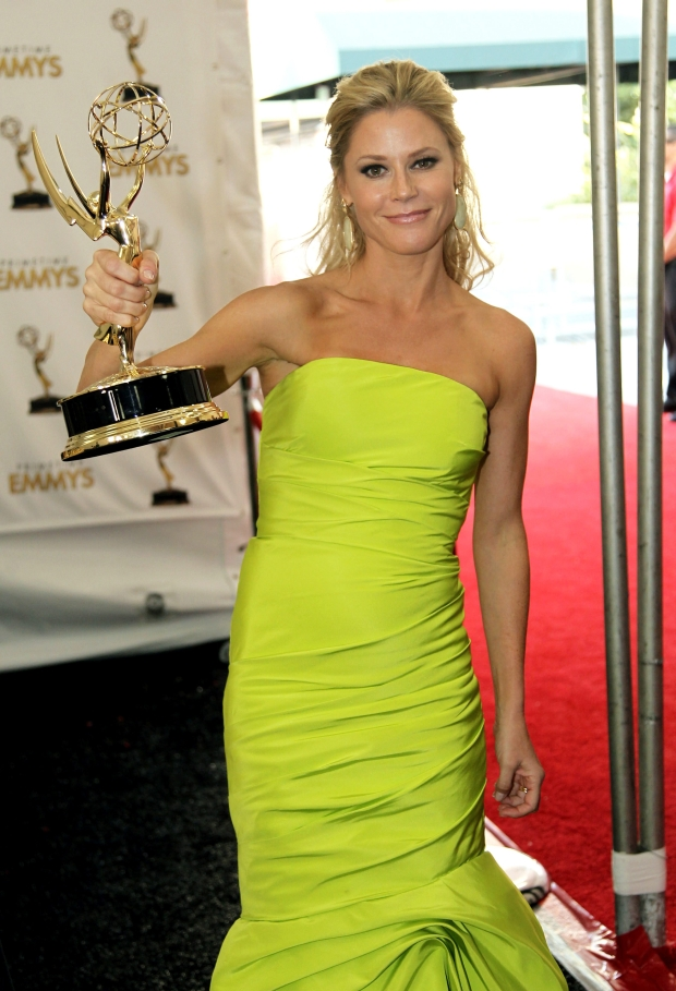 Actress Julie Bowen winner for Outstanding Supporting Actress in a Comedy Series poses backstage at the 64th Primetime Emmy Awards at the Nokia Theatre on Sunday, Sept. 23, 2012, in Los Angeles. (Photo by Matt Sayles/Invision/AP)