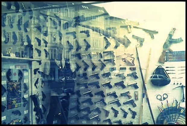 Również takie sklepy znajdziecie w Berlinie. W asortymencie broń palna oraz biała, na przykład maczety