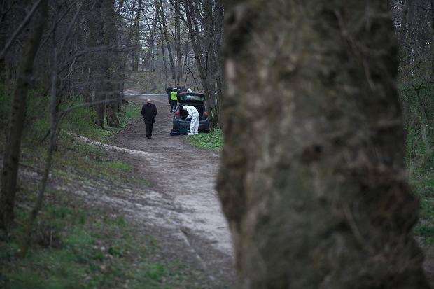Gdańsk, kwiecień 2015 r. Służby na miejscu znalezienia zwłok pięcioletniej dziewczynki - w okolicach plaży w Gdańsku Brzeźnie (fot. Lukasz Głowala / Agencja Gazeta)
