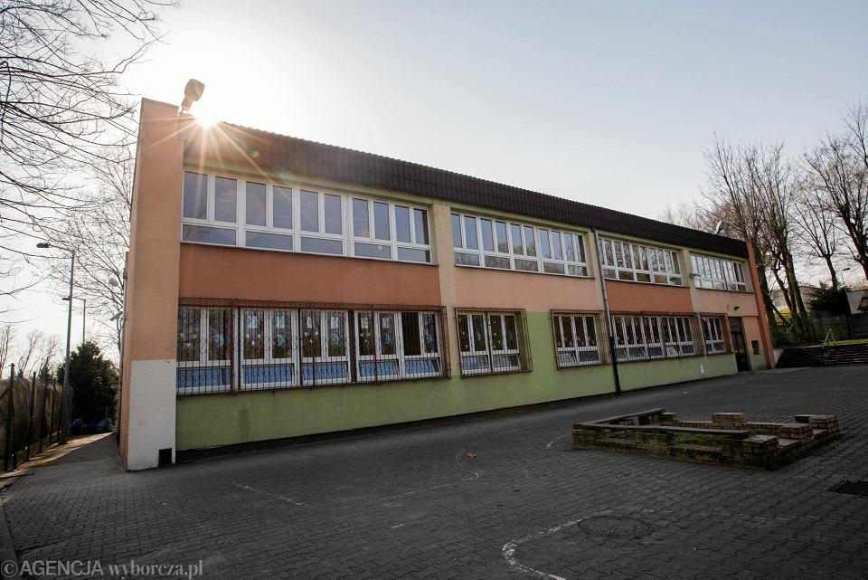 Niesamowite Uczniowie szkoły podstawowej przy Janickiego w Poznaniu zamknięci CQ45