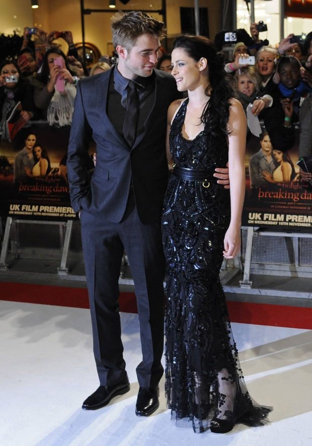 Actors Robert Pattinson (L) and Kristen Stewart arrive for the British premiere of 'The Twilight Saga: Breaking Dawn' at Westfield Stratford City cinemas in east London November 16, 2011.  REUTERS/Toby Melville (BRITAIN - Tags: ENTERTAINMENT PROFILE SOCIETY)